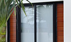 Clear-Polycarbonate-Replacing-Plywood-Hoardings-thumb